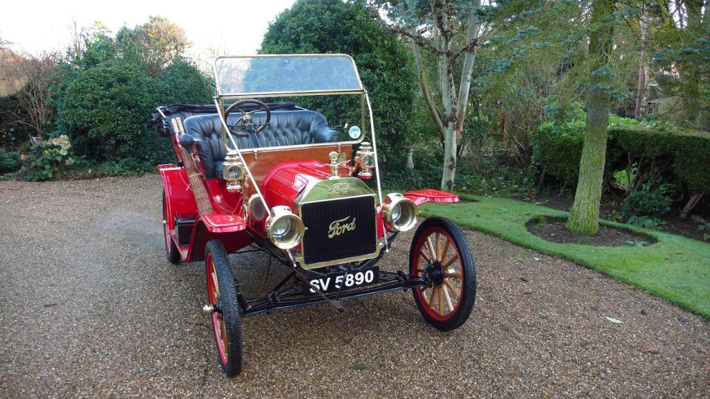 Vintage Ford Wedding Car | Wedding Car Hire In Banstead, Surrey